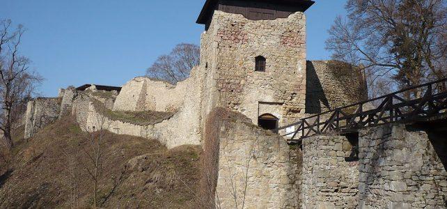 Prastarý hrad Lukov skrývá okřídlený poklad