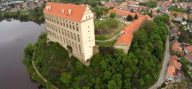 Nikdy nedokončený zámek Plumlov je oblíbeným sídlem vrápenců a netopýrů