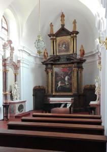 Interiér raně barokní kaple sv. Ludvíka.