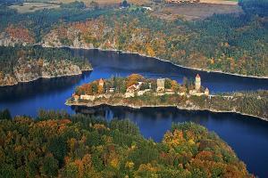 Poloha hradu na soutoku řek má význam pro netopýry v době přeletů.