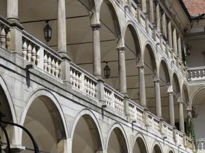 Součástí renesanční podoby zámku jsou půvabné arkády.