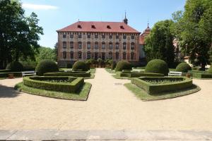 Zámek a francouzská zahrada