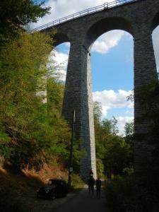 Viadukt (technická památka) nad údolím Studenského potoka