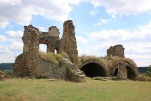 Rozvaliny bývalého zámku