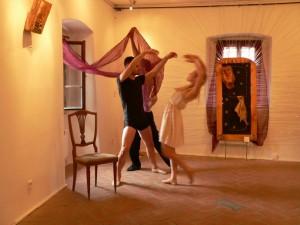 Taneční představení v muzeu.