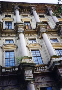 Detail zámku inspirovaného renesancí.