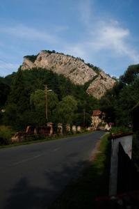 Svatojánská skála - impozatntní vápencová stěna.