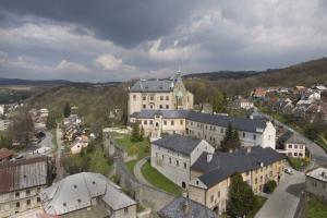 Hrad stojí ve stejnojmenném městě Šternberku.