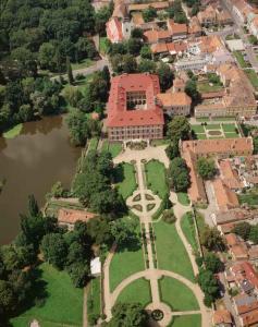 Letecký pohled na zámek Libochovice