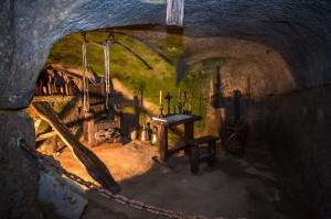 Středověká mučírna ve sklepení Vartenberského paláce.