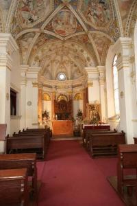 Oltář sv. Anny v kostele Narození Panny Marie.