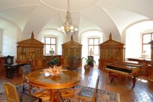 Zámecké interiéry.