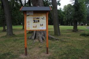 Naučná stezka v zámeckém parku.