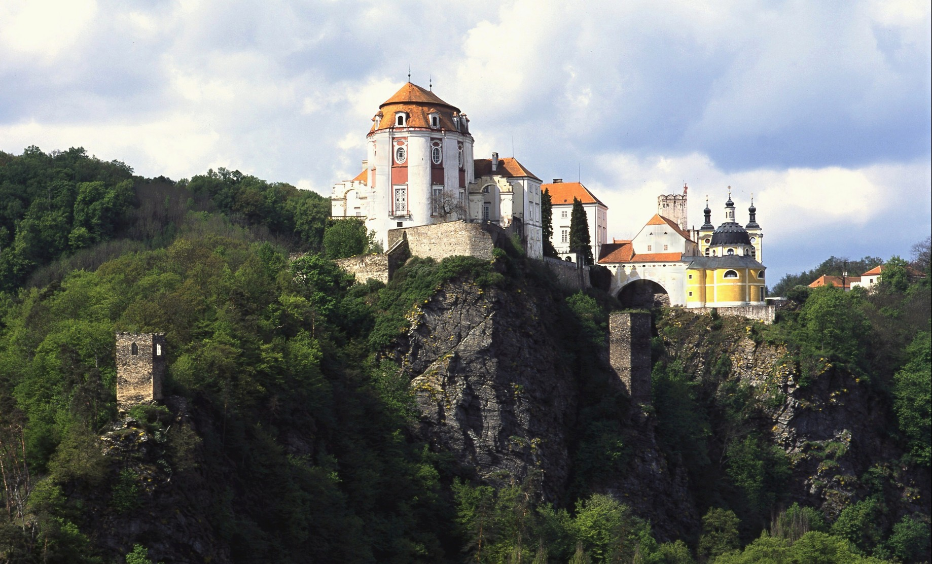 pohled na zamek s Vrani vezi1