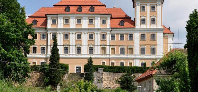 Zámek Valeč – domov vzácných soch a netopýrů na západě Čech